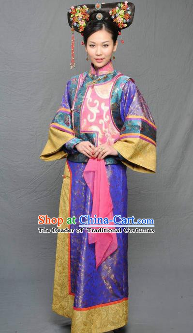 Chinese Qing Dynasty Manchu Princess of Kangxi Historical Costume Ancient Palace Lady Clothing for Women