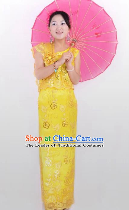 Traditional Chinese Dai Nationality Peacock Dance Costume, Folk Dance Ethnic Pavane Yellow Dress for Women
