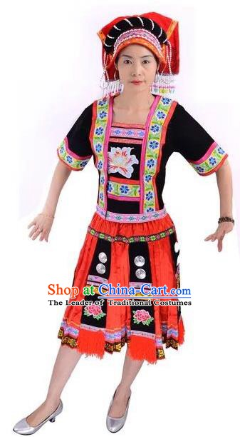Traditional Chinese Yi Nationality Minority Dance Costume, Female Folk Dance Yi Ethnic Embroidered Dress for Women