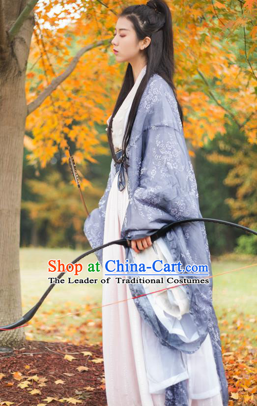 Chinese Traditional Jin Dynasty Swordswoman Costume Ancient Heroine Embroidered Clothing for Women