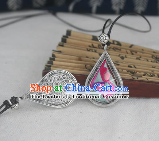 Chinese Traditional Miao Sliver Embroidered Necklace Traditional Hmong Necklet for Women