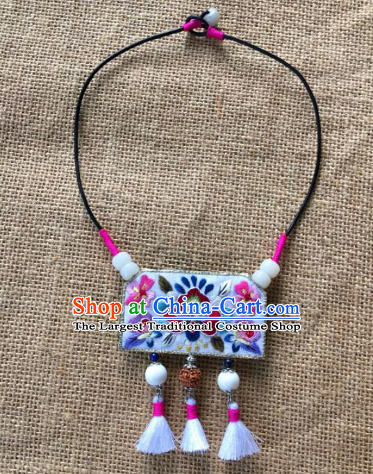 Chinese Traditional Ethnic White Embroidered Necklace Accessories Nationality Tassel Necklet for Women