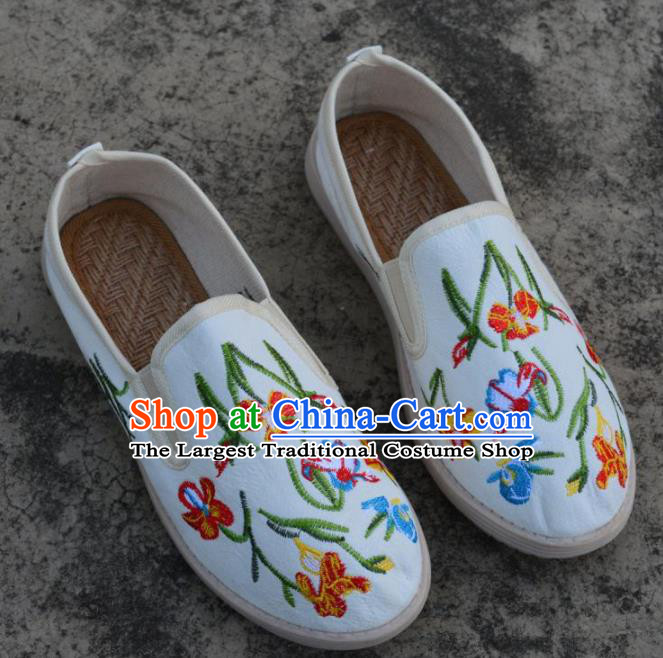 Traditional Chinese Embroidered White Shoes Handmade Cloth Shoes National Cloth Shoes for Women