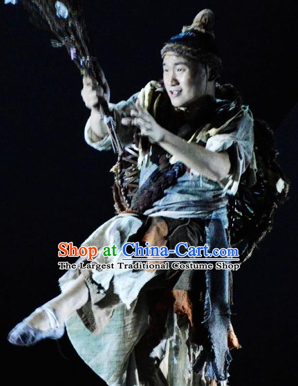Chinese River Theatre The Peach Colony Civilian Hunter Stage Performance Dance Costume for Men