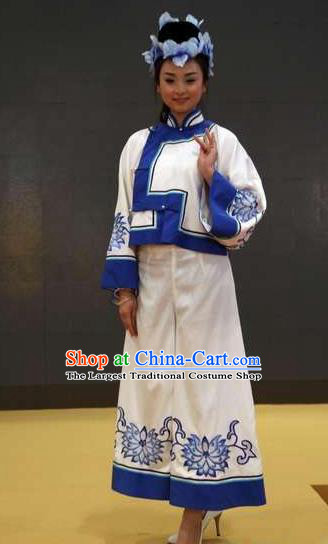 Chinese Kangxi Ceremony Qing Dynasty Mongol Nationality Dance White Dress Stage Performance Costume for Women