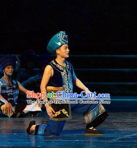 Chinese Thorn Quinoa Flowers Tujia Nationality Clothing Stage Performance Dance Costume for Men