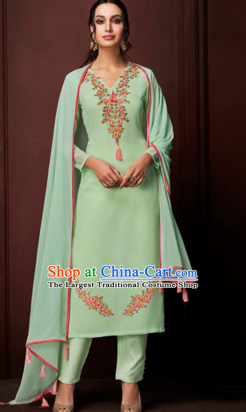 Asian Indian Punjabis Embroidered Green Blouse and Pants India Traditional Kurti Costumes Complete Set for Women