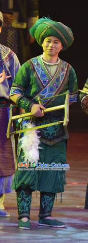 Huang Si Jie Chinese Tujia Minority Green Clothing Stage Performance Dance Costume and Headpiece for Men