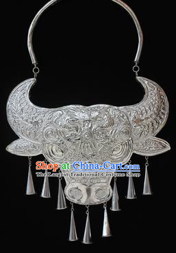 Traditional Chinese Miao Nationality Sliver Necklet Hmong Wedding Carving Ox Head Necklace for Women