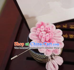 Handmade Chinese Classical Pink Velvet Chrysanthemum Brooch Ancient Palace Breastpin for Women