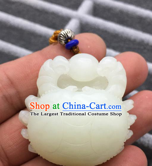 Chinese Handmade Jade Craft Carving Crab Jade Jewelry Accessories Jade Necklace Pendant