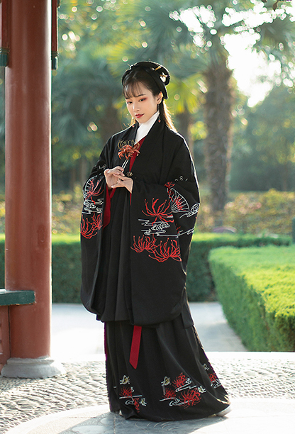 Traditional Chinese Han Dynasty Imperial Consort Hanfu Dress Ancient Court Lady Embroidered Historical Costume for Women
