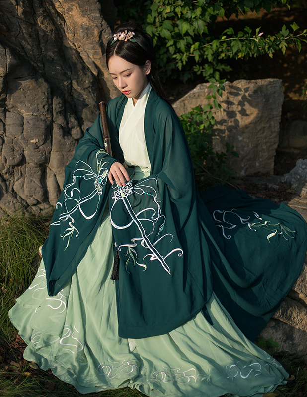 Traditional Chinese Jin Dynasty Royal Princess Hanfu Dress Ancient Court Lady Embroidered Historical Costume for Women