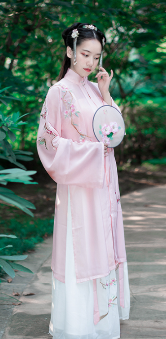 Traditional Chinese Ming Dynasty Young Lady Hanfu Dress Ancient Palace Embroidered Historical Costume for Women