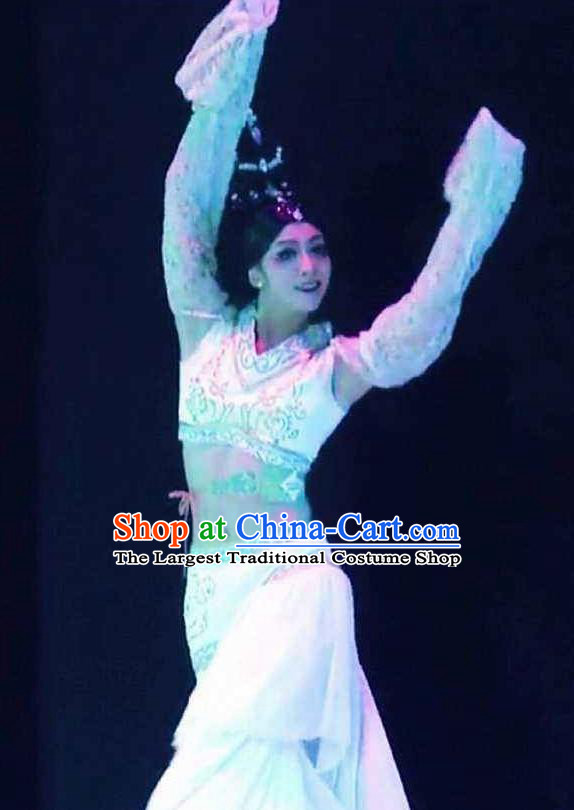 Beautiful Chinese Dance Yueren Dance White Costume Traditional Classical Dance Dress for Women
