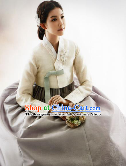 Korean Traditional Hanbok Mother White Blouse and Grey Dress Outfits Asian Korea Wedding Fashion Costume for Women