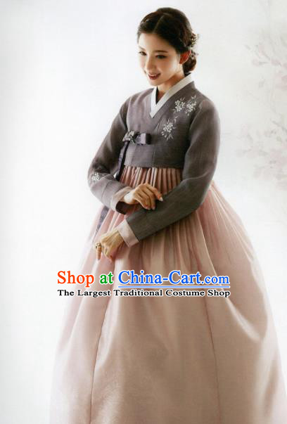 Korean Traditional Hanbok Mother Grey Blouse and Pink Dress Outfits Asian Korea Wedding Fashion Costume for Women