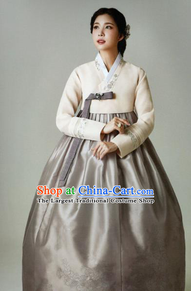 Korean Traditional Hanbok Mother White Blouse and Grey Satin Dress Outfits Asian Korea Wedding Fashion Costume for Women