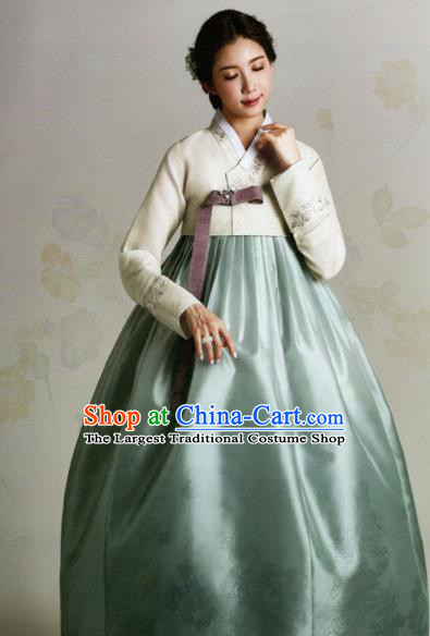 Korean Traditional Hanbok Mother White Blouse and Green Satin Dress Outfits Asian Korea Wedding Fashion Costume for Women