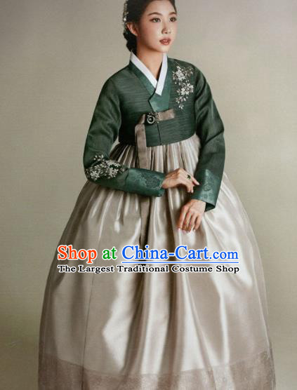 Korean Traditional Hanbok Mother Green Blouse and Grey Satin Dress Outfits Asian Korea Wedding Fashion Costume for Women