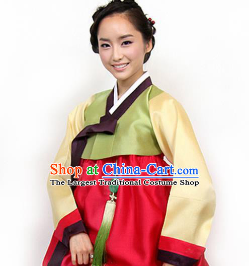 Korean Traditional Mother Hanbok Garment Green Blouse and Red Dress Asian Korea Fashion Costume for Women