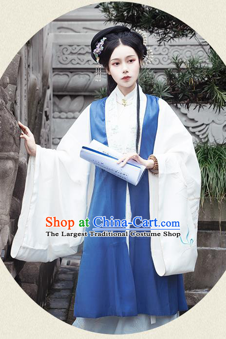 Chinese Traditional Ming Dynasty Young Mistress Embroidered Dress Ancient Patrician Duchess Historical Costume for Women