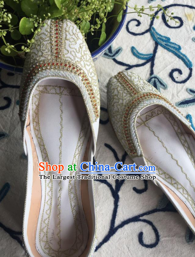Asian India Traditional Bride Embroidered White Leather Shoes Indian Handmade Shoes for Women