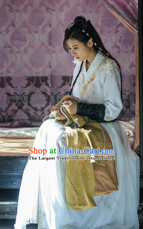 Chinese Ancient Historical Costumes Drama The Romance of Hua Rong Female Swordsman White Hanfu Dress and Hair Pins